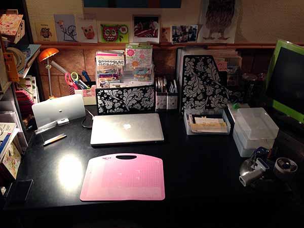 Siivosin työpöytäni ja tuo siivous innosti askartelemaankin!