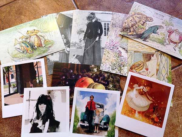 Ja postikortteja, suosikkejani nuo kolme sammakkokorttia.