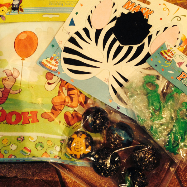 Lastenjuhlaosastoa - Puh-pöytäliina, seepranaamari, superpalloja ja jotain sammakkojuttuja.