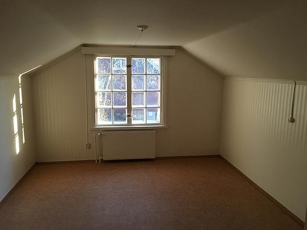 Tää huone on vähän isompi kuin lapsen.